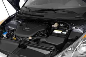 2012_hyundai_veloster_2dr-hatchback_base_en_evox_1_500